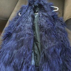 Romeo & Juliet Blue Faux Fur Vest Sz L
